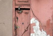 Фактуры дверей и улиц