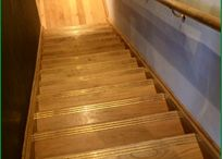 Staircase with landing / A landing in a staircase breaks up a flight and allows you to add a turn in your stairs.