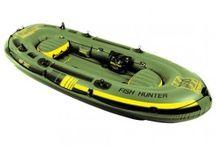 Gommoni e kayak / Una navigazione in mare aperto,  o una discesa su un torrente o il battello per la pesca , avventura arrivo …. Battelli e kayak per un mondo in libertà