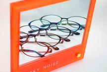 眼鏡:HUSKY NOISE / Ordinary,Filly&Comfortableをコンセプトに2004年デビューのアイウェアブランド。マニッシュ・フェミニン・アイシャドウの艶やかさや『可愛く・美しく・優しく』魅せてくれるモデルです。