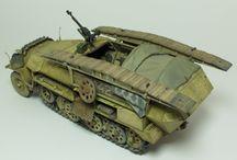 WW2 - SDKFZ 251/7 / Sd.Kfz.251/7 (mittlerer Pionier-Geräte-Panzerwagen) – wóz saperski z 7-8 osobową załogą.