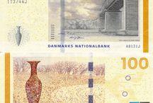 Billets Danemark / Il n'y a qu'une sorte de billets de banque danois  en circulation  :  les billets ont été émis à partir de 2009 et ont les dénominations suivantes : 50, 100, 200, 500, 1000. Aucun autre billet n'est en circulation. La thématique de cette série est les ponts et les paysages danois.  Les billets ont été créés par Karin Birgitte Lund.