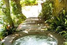 Hot tub outdoor / Ideas for hot tubs outdoor, in the garage, built in the deck or inground the garden. Heavenly spaces.