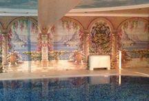 Piscina Greek Style / Salute per aqua sau sanatate prin apa!     Spa-ul este zona ce poate de referinta pentru noua resedinta. In proiectul din imagini, incaperea dedicata spa-ului, respectiv piscina si sauna, este amplasata la parterul locuintei.