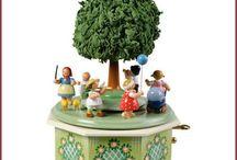 Little figures from the Erzgebirge. Handmade wooden collectors items