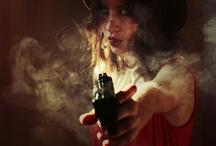 dziewczyna z bronią