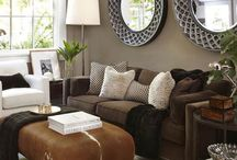 Living room / Brown walls