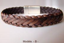 """Bracelets de cuir tressé, collection Dandy / Bracelets de cuir tressé """"à plat"""" avec six ou sept brins. Fermoir magnétique plaqué argent. Disponibles à cette adresse : https://www.madeinbretagne.fr/bracelet_dandy_homme.html"""