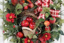 wreaths / by Joan Schultz