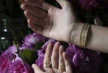 Ambiance floral / Délicat, légère, fleurs, bijoux, pierres.