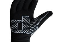 running gloves  / Soft and Warm running gloves made of super Roubaix Fabric with two way stretch and brushed back for extra warmth Excellent thermal properties Fast wicking and drying Silicon printing on front palm for extra grip Ideal for outdoor sports especially running and football