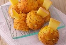 Pâte à choux / Proportions pour la base: 1 litre d'eau (ou lait), 20g de sel, 400gr de beurre, 800gr de farine, 16 œufs. La pâte à choux est une pâte cuite utilisée en pâtisserie pour de nombreuses réalisations sucrées (chou à la crème, éclair, religieuse, Saint Honoré…) ou salées (gougères, pommes dauphines…).  Elle est obtenue par l'incorporation d'œufs dans une pâte appelée « panade », composée de farine cuite dans de l'eau et/ou du lait, salée et beurrée puis desséchée.