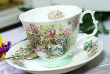 Pretty Tea Time / Old fashioned tea with pretty teacups, flowers and sweets!