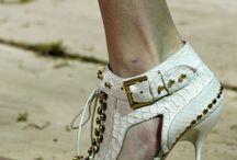 Dream Shoes / by Gabriela Mk