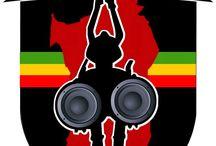 """ISLA SOUND / The Original ISLA SOUND  Since 2003 Cagliari/Mogoro/Dakar   ISLASOUND -----------------------------------------------------  ISLAsound system nasce nel 2003 dalla passione di 2 djs cagliaritani, De Vita & Diaz (che già nel 1994 diffondevano dub/jungle/reggae/hiphop) e da Momar Gaye (cantante della band Zaman). Attualmente il gruppo è formato da: (De Vita """"Selecta, Mc)  (Micfo ''Mc, selecta)  (Renz ''selecta)  (Momar Gaye ''Mc, Singer) (Sista Namy ''Singer) (Mister T '' selecta)"""