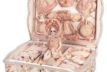 Utopia: Antique Dolls