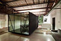Smog Oficinas / Open space je kancelářský fenomén posledních let, ale i v otevřených prostorách je sem tam nutná trocha soukromí. Chilské architektonické studio Oficina Bravo přišlo s neotřelým kompromisem. Co vy na to?