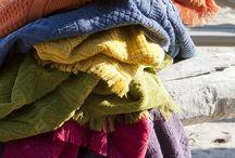 Vivaraise / Découvrez les multiples associations de nos plaids, tapis de bain, drap de douche, drap de bain, serviette de toilette ou encore serviette invités.