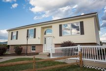 Model 5 / It's easy to turn this raised ranch style house into a cozy home. Our three bedroom, one and three-quarter bathroom model is a great size for any family. This home also features a kitchen with a large pantry, dining area and welcoming foyer.