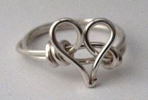bijoux di filo metallico