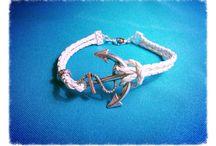 Anchor Bracelet  / Pulsera  de cuerda blanca con un ancla plateado. Mide aprox 6.5 pulgadas