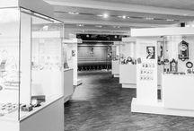 JUNGHANS MUSEUM / Zum 150. Jubiläum eröffnete Junghans 2011 ein firmeneigenes Unternehmensmuseum. Die Ausstellungsstücke spiegeln die innovative Energie und die Kraft des Unternehmens wider, das mal der größte Uhrenhersteller der Welt war - und geben einen Einblick in die Geschichte, das technische Know-How und den Ideenreichtum des Unternehmens.