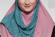 Shejab Kimmi Bergo /   Bahan : High Quality of jersey & Brokat motive tribal Variasi : Jilbab Shejab Adalah Bergo dengan warna yang soft serta selendang disisi kanan yang bisa dikreasikan sesuai selera  Ukuran : Panjang selendang : 88cm Panjang dari dagu sampai bawah : 66cm