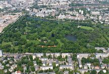 Nasze okolice - Park Skaryszewski i warszawskie Włochy / Nasze obiekty hotelowe są położone w pięknych miejscach. Dedek Park w Parku Skaryszewskim, a Montemarco w warszawskich Włochach, zaplanowanych jako Miasto-Ogród.
