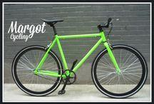 Bici fissa o ruota libera? BOTH OF THEM IN ONE / Bici minimaliste, giovani, leggere, spoglie, colorate, in voga ... fisse e libere.
