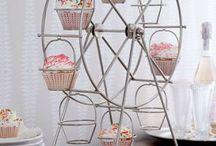 Cake stands / Поставки, подноси и стойки за торти, сладкиши и десерти / Dortové stojany, podnosy
