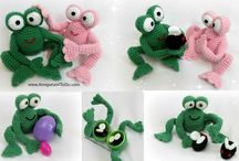frog eyes & hands