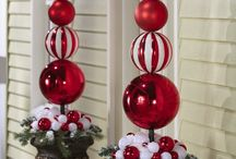 Red and White Christmas / Red and White Holiday Decor / by Debra Quartermain