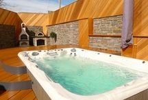 Cottages with Hot Tubs / A hot tub adds that touch of luxury, whatever the season.
