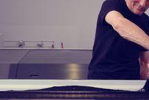 The place for printing / Il posto dove stampare, da sempre.  Un team di professionisti e tecnici specializzati che collabora ogni giorno per raggiungere i migliori risultati. La volontà di mantenere sempre ad alti livelli gli standar di competitività e qualità del prodotto, procedono di pari passo con un'attenzione costante all'aggiornamento e all'avanzamento delle tecnologie.