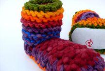 Pantuflas / Pantuflas sind aus 100% Wolle gestrickt und gehäkelt. Die Sohle besteht aus Schaffell und wird an den gestrickten und gehäkelten Hausschuh genäht  - handmade  - Anfertigung auf Bestellung in entsprechender Grösse