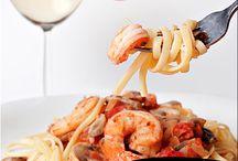 """Maridaje / El maridaje entre el vino y la comida es el proceso de """"casar"""" metafóricamente a un alimento con un vino con la intención de realzar el placer de comerlos."""