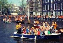 #Amsterdam Dia de la reina y #beerbike / Os compartimos unas fotos de la celebración del día de la reina de hoy en Amsterdam para que veáis ¡lo divertido que es y os animéis a ir!