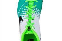 Nike / Repérez un modèle qui vous plait, conservez la photo et rendez-vous sur WWW.DREAMVILLE.FR pour trouver la boutique la plus proche de chez vous !