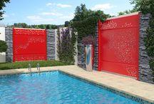Brise-vues alu décoratif Gamme ESTAMPE / Nouveauté 2018 : SIB lance une gamme de brise-vues aluminium avec décors en découpe laser exclusifs ! Embellissez votre jardin et exprimez votre créativité jusque dans votre extérieur avec la gamme ESTAMPE.