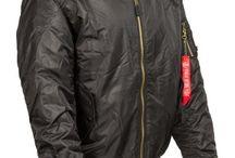 Téli Kabát / Félvastag átmeneti kabátok és meleg téli kabátok férfiaknak. Egyszínű és terepmintás dzsekik, galléros és kapucnis változatban. Vadász dzsekik fleece és supersoft anyagból. Bomber dzsekik, repülős kabátok. katonai párkák és túradzseki.