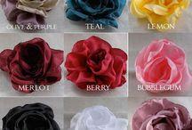 Flores de tela y lazos