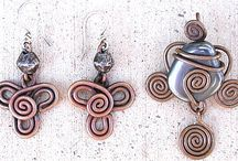 Wire jewelry / All kinds of wirewrapping I like. Definitely NOT what I'm planning to take and copy myself, but I love the inspiration they give me.