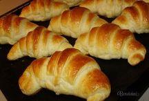 Snídaně -croisanty, rohlíky,aj.pecivo