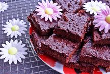 Vegan Baked Goods / Brownies, cakes and cookies. All healthy, easy and vegan.