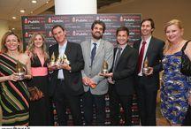"""ΑΠΟΝΟΜΗ ΒΡΑΒΕΙΩΝ PUBLIC / Σε μια ξεχωριστή βραδιά στο Ίδρυμα Μιχάλης Κακογιάννης απονεμήθηκαν τα Βραβεία Βιβλίου Public 2014. Στην κατηγορία """"Μεγάλες Συγκινήσεις"""" το βραβείο έλαβε η συγγραφέας των Εκδόσεων Ψυχογιός Καίτη Οικονόμου με το βιβλίο της """"Η καρδιά θυμάται""""."""