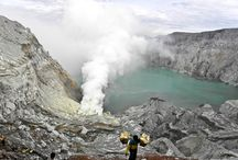 Climbing with fire-diggers at Ijen crater