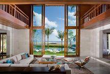 ИНТЕРЬЕРЫ С ВИДОМ / Архитектура дома и прилегающая к нему територия обуславливают его интерьер в такой же степени, как и характер людей, которые в нем живут.