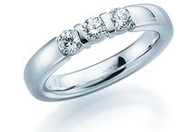 Anillos de compromiso / Los mejores anillos de compromiso de la marca alemana acredo en oro, oro blanco, en platino, entre otros. Puedes personalizar tus alianzas con el configurador más avanzado del mundo en staring.es