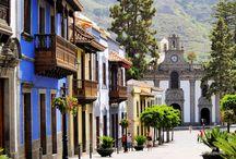 Gran Canaria / Gran Canaria jest jednym z najbardziej atrakcyjnych miejsc wakacyjnych na świecie. Od dziesiątek lat znajduje się na czołowym miejscu urlopowej listy przebojów. Nazywana jest kontynentem w miniaturze – tak wiele tu krajobrazów i mikroklimatów! Poza bogactwami natury oferuje wiele możliwości spędzenia wymarzonych wakacji.