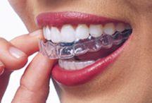 Unsichtbare Behandlung: Invisalign - Incognito / Schon seit der Gründung der Praxis legen wir einen Schwerpunkt auf die unsichtbare Behandlung von Erwachsenen. Als zertifizierter Invisalign-Partner bietet unsere Praxis professionellen Service rund um die unsichtbare Zahn- und Kieferkorrektur. Wir behandeln mit durchsichtigen Schienen (Invisalign) oder innenliegender fester Spange (Incognito).